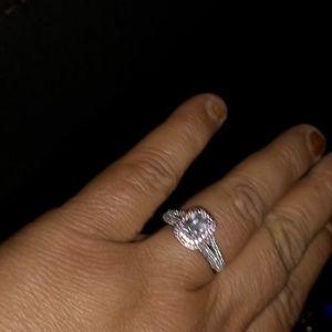 Stealing sliver diamond ring